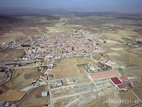 Vista aérea de las distintas vías que llegan a Llerena