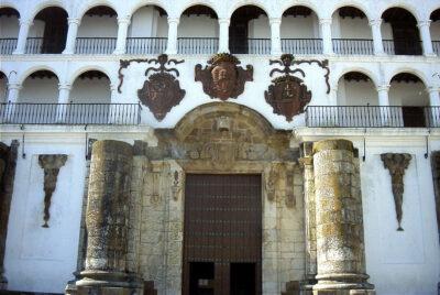 Fachada principal de la Iglesia de la Granada
